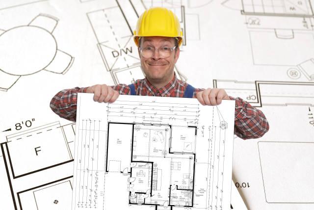 Bauarbeiter mit Bauplan