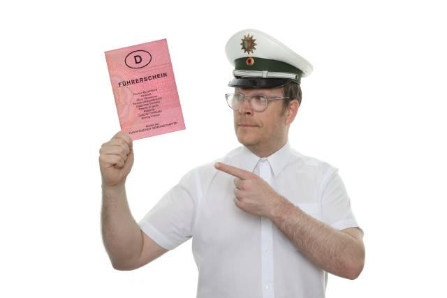 Polizist mit Führerschein