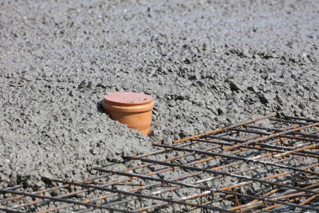 KG-Rohr im Beton