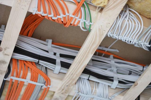 Kabel im Rohbau