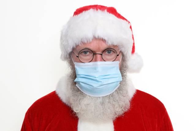 Weihnachtsmann mit Mund-Nasen-Schutz