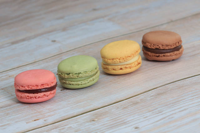 Macarons auf Holz