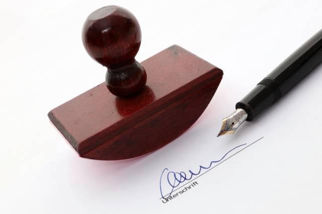 Unterschrift mit Füller und Löschwiege