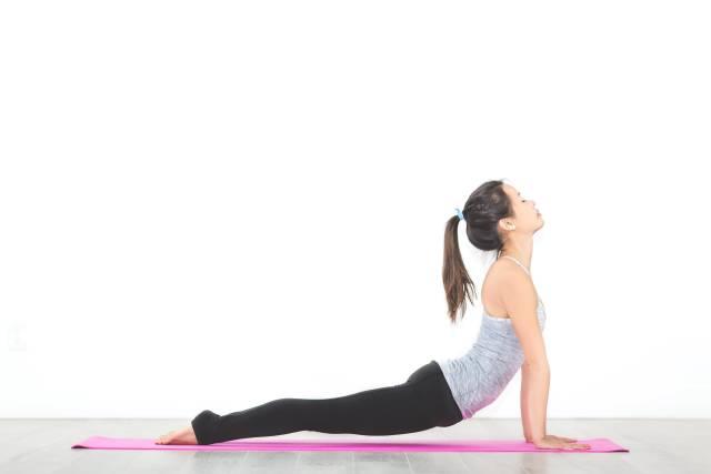 Yoga - Nach oben gerichteter Hund