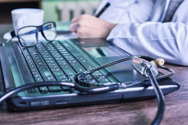 ärztliche Diagnose am Computer