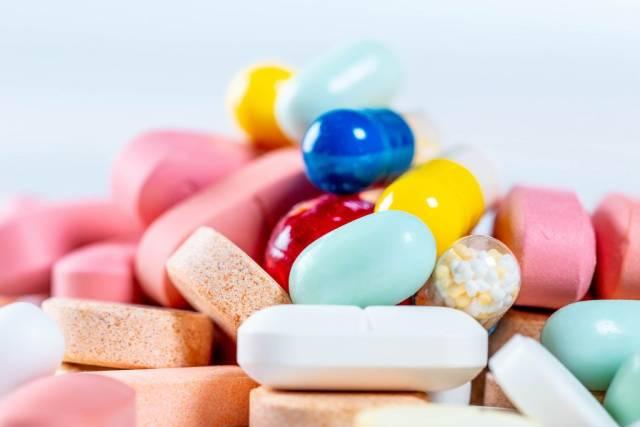 Schließen Sie oben von vielen verschiedenen Pillen und von Kapseln