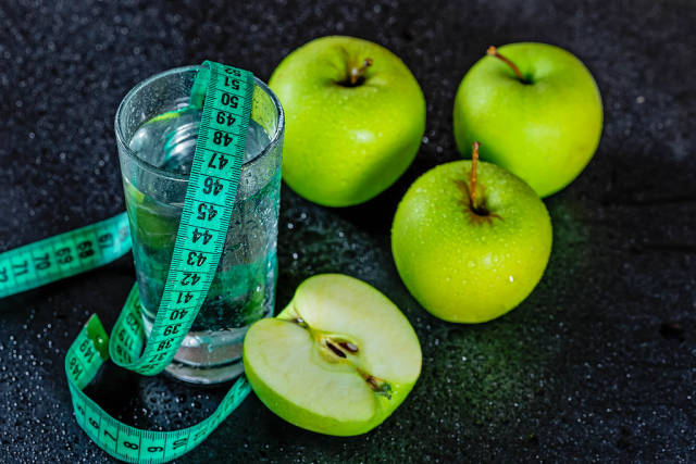 Components of food during the diet-apples and water with measuring tape