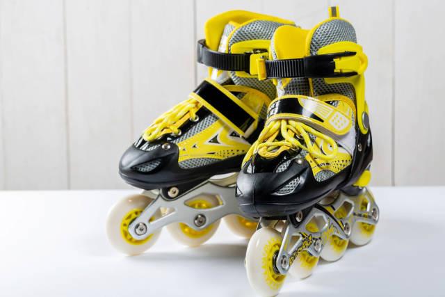 Baby yellow-black roller skates