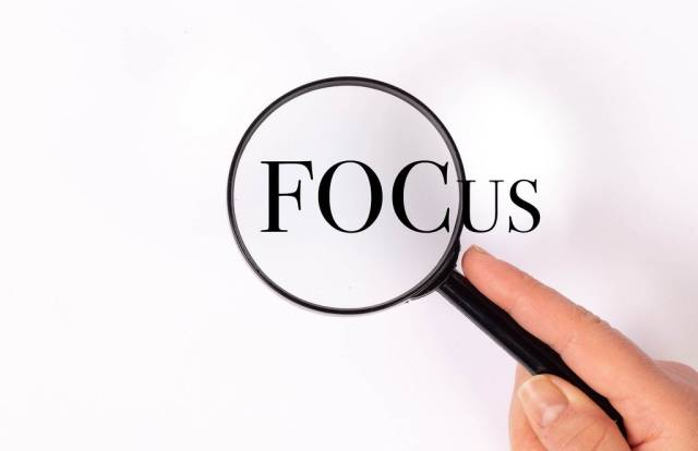 Focus under magnifying glass