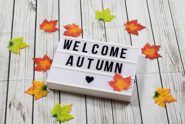Welcome autumn text in lightbox