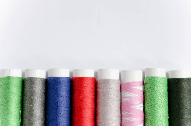 Colored threads set
