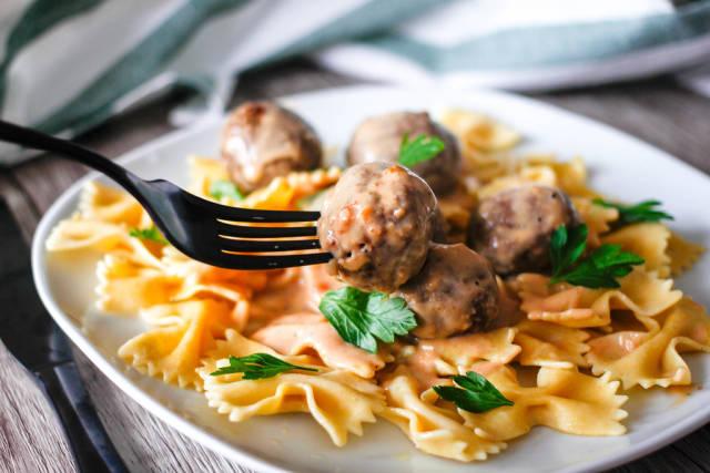 Swedisch Meatballs with Pasta and Gravy