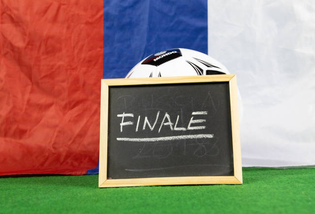 Finale sign with Russian flag