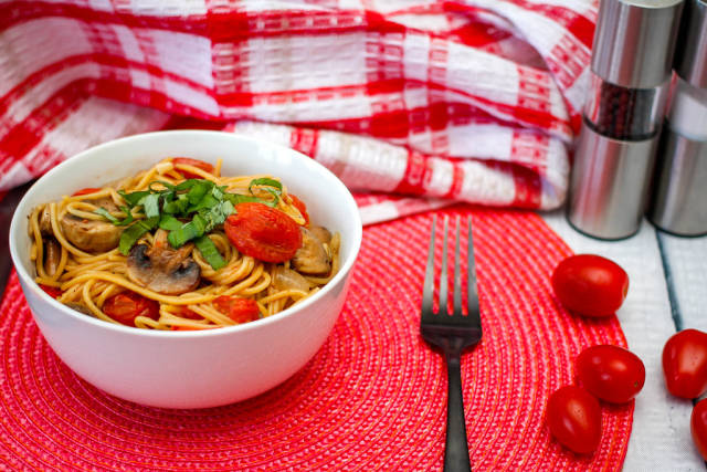 spagnetti with Mushroom and Cherry Tomato