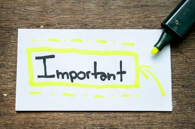 """Das Wort """"important"""" mit Markierstift hervorgehoben"""