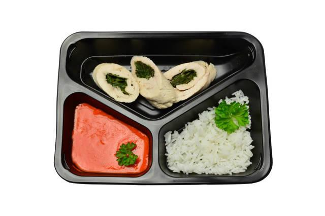 Hähnchenroulade mit Spinat, Reis und Paprikasoße