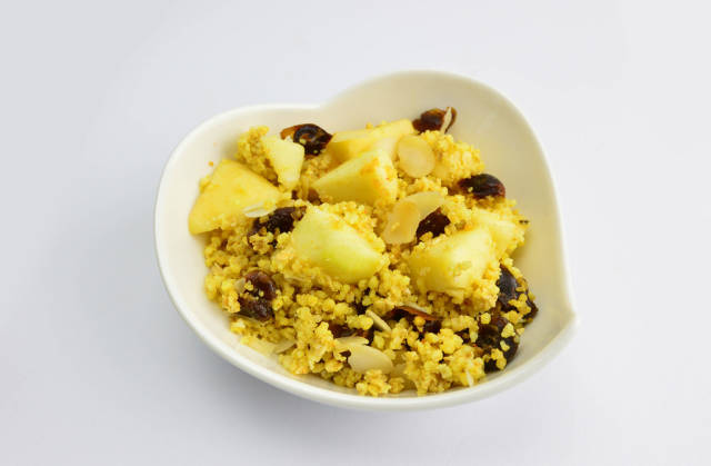 Millet with apples, almonds and dates