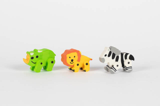 Spielzeug Wildtiere vor weißem Hintergrund