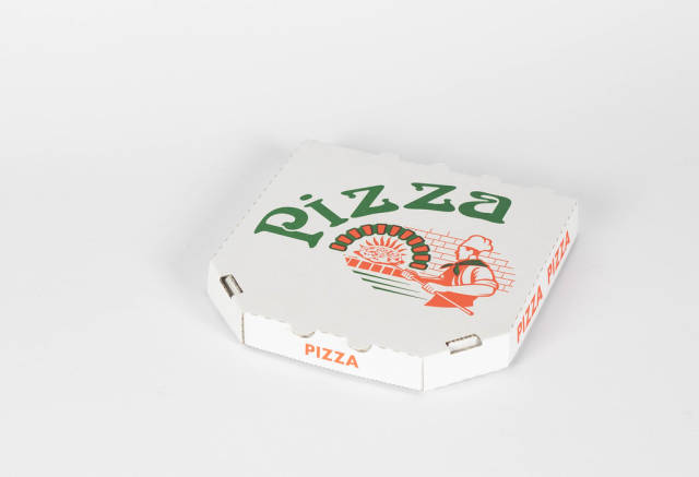 Bestellte Pizza in einer Pizzaschachtel