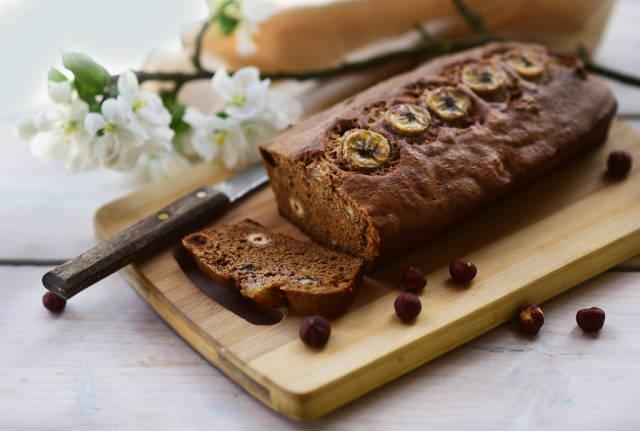 Banana bread with hazelnuts