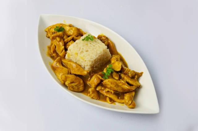 Hähnchenbrust in Curry-Soße mit Reis