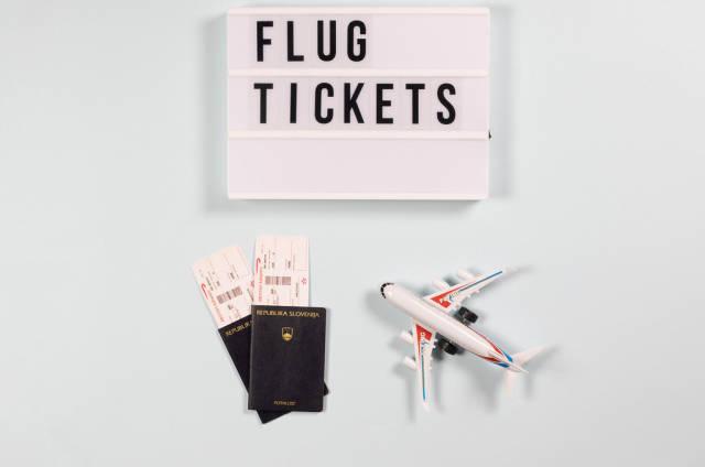 Flugtickets. Symbolbild für das Fliegen in den Urlaub