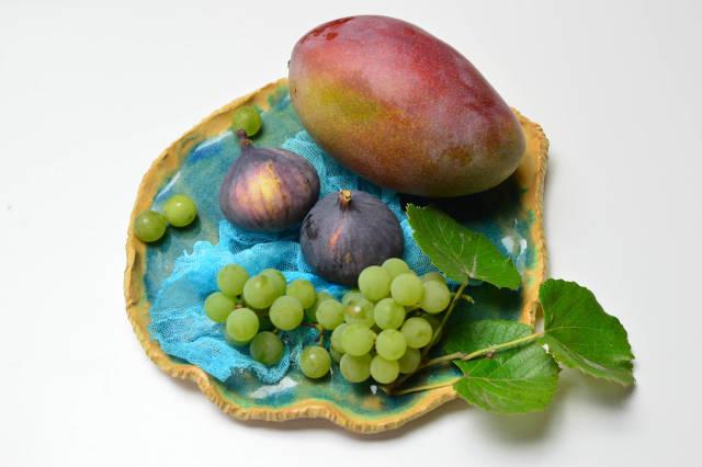 Figs, mango and grapes