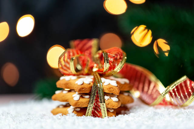 Gingerbread cookies on a background of snow and light garland