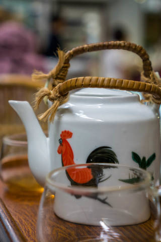 Bokeh with Tea Pot and Glass in the Foreground