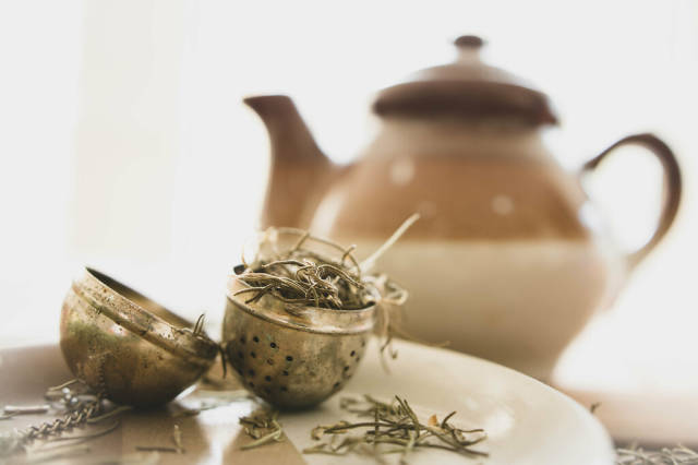 Open tea infuser with herbs