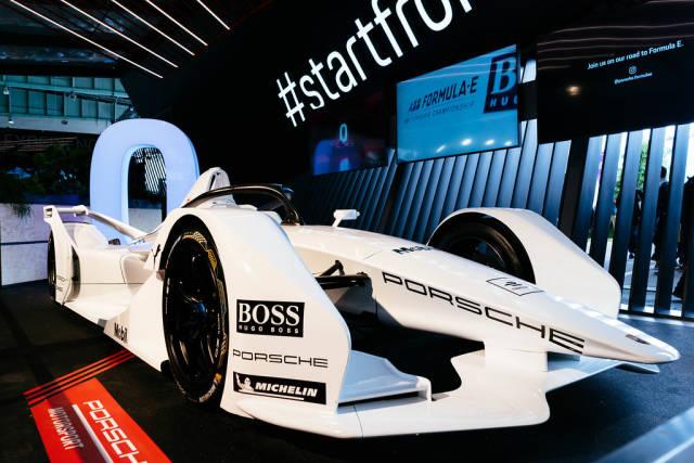 Porsches future Formula E car, 3/4 view