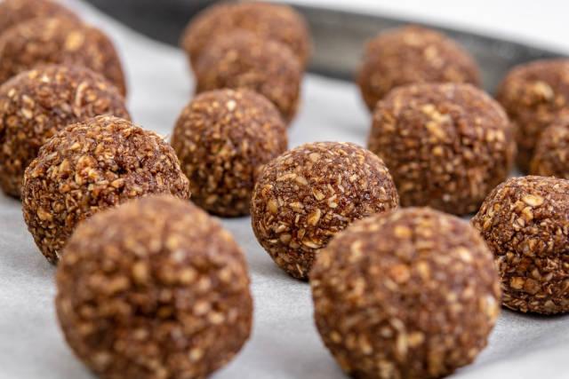 Preparing heatly Oatmeal energetic cookie balls for baking