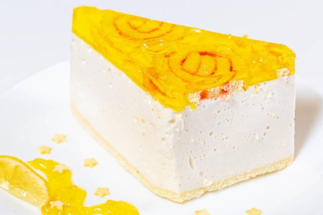 Vanilla souffle cake with lemon marmalade