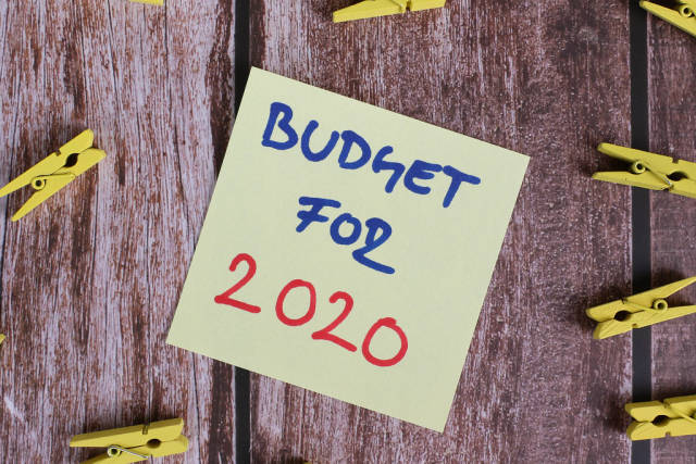Yellow sticky note with Budget for 2020 text