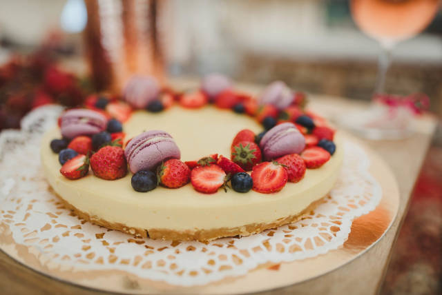 Lemon Cheese Cake With Berries And Macaroons