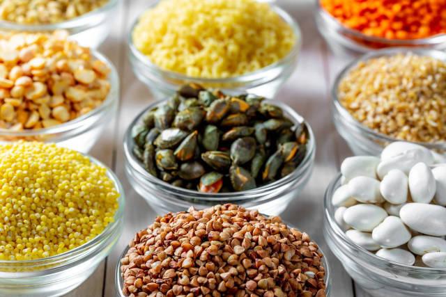 Ansammlung Getreide Nüsse und Samen nah oben