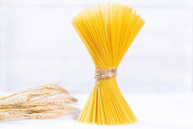 Raw spaghetti with wheat ears