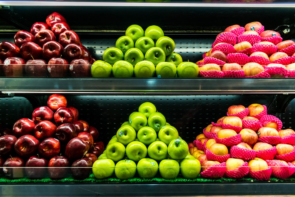 Fresh apples displayed in a fruit stand