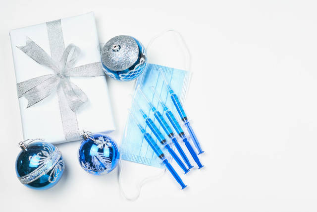 Safe Christmas vaccines for family members