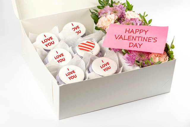 Sweet cupcakes with flowers in box, valentines day concept