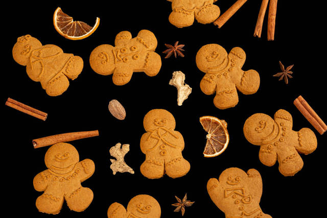 Gingerbread men with new year spices on black