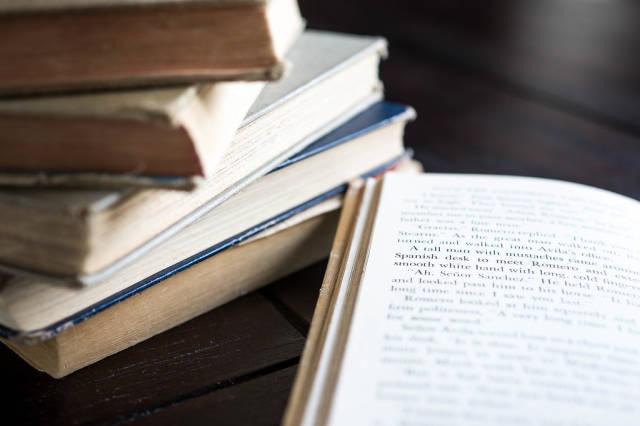 Open storytelling book