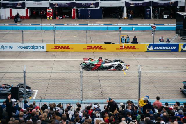 Brasilianischer Rennfahrer Lucas di Grassi auf seiner Startposition beim Berliner E-Prix