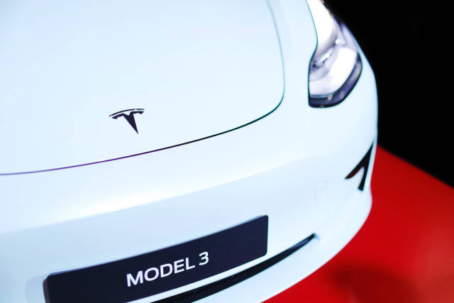 Tesla Model 3, close-up view of logo