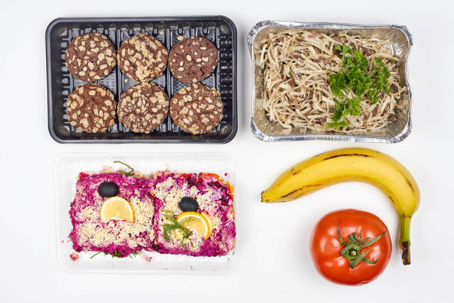 Dieting with a four-time meal pack for the whole day