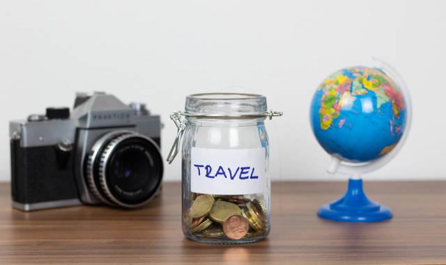 Geld für eine Reise zur Seite legen