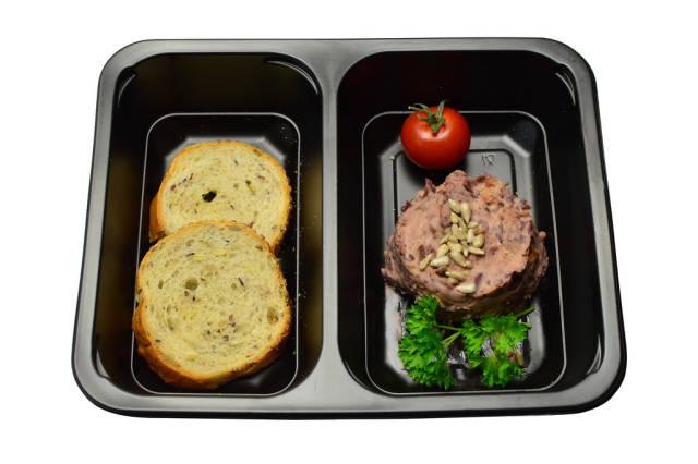 Paste aus roten Bohnen mit getrockneten Tomaten und Oliven