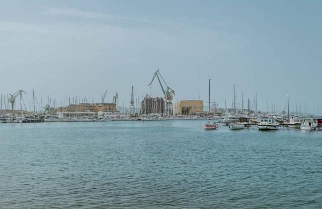Die Werft in der Nähe der Altstadt von Trogir, Kroatien