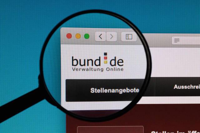 Bund.de logo under magnifying glass
