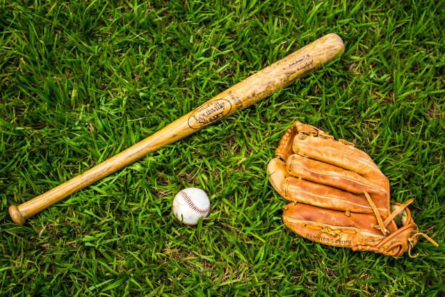 Handschuh, Schläger und Ball. Baseball